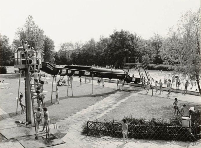 De glijbaan in het buitenbad van Batenstein in Woerden.