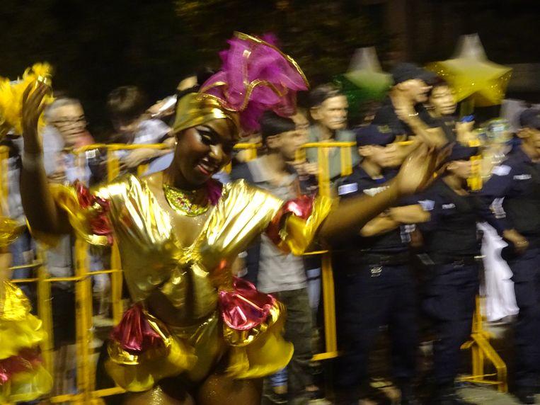 Toen we in Montevideo arriveerden, was het de eerste dag van het carnaval. Wij zijn geen fans, maar wat was dat gezellig! Beeld rv