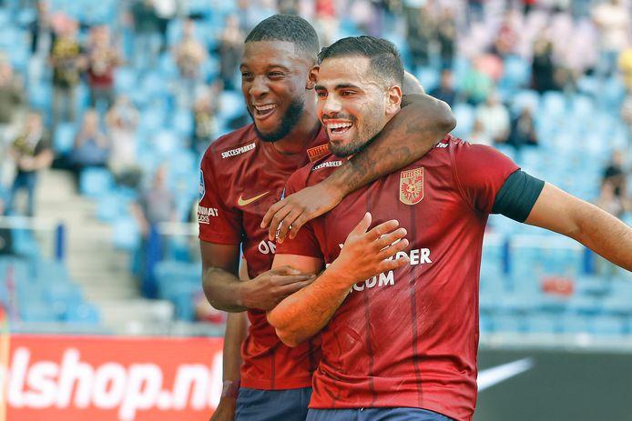 Riechedly Bazoer (links ) en Oussama Tannane. Ze zijn de sterren van Vitesse, maar bepalen ook het lot van coach thomas Letsch.