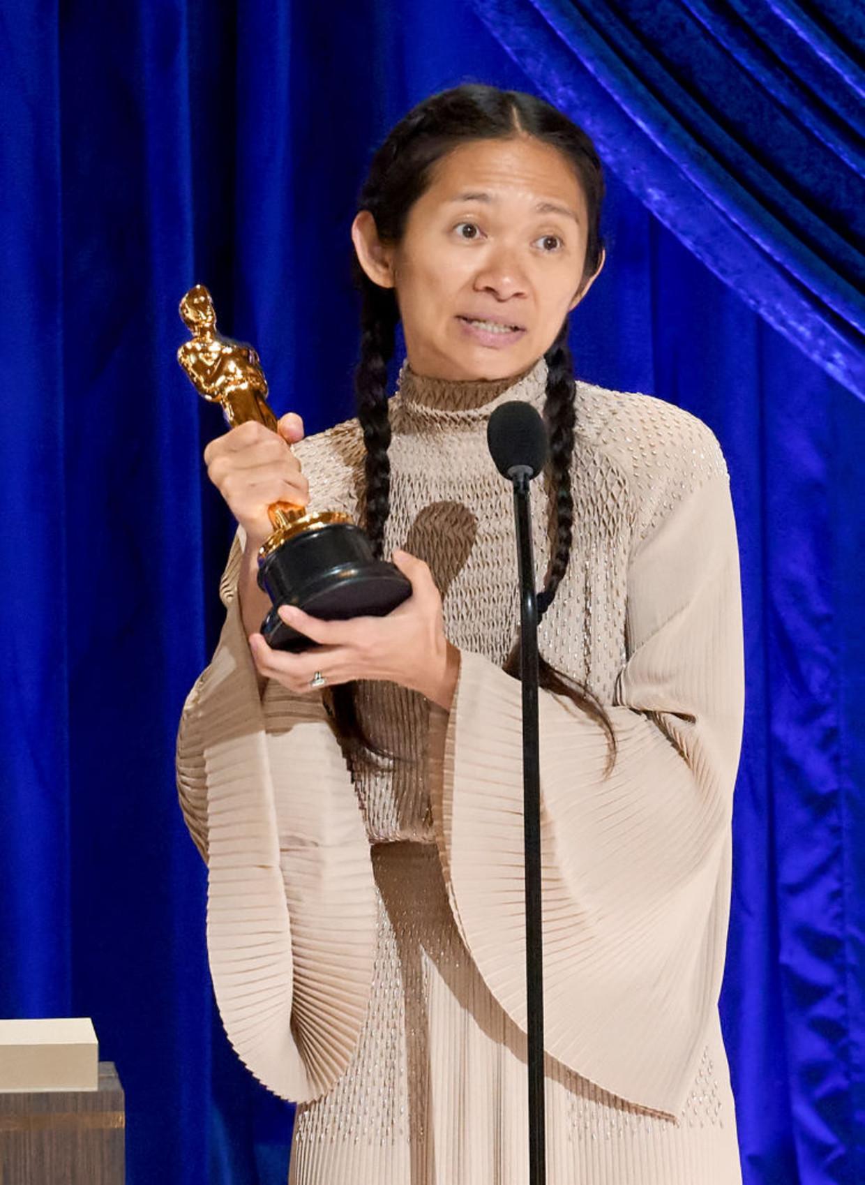 Regisseur Chloé Zhao won de Oscar voor beste regie en voor beste film.  Beeld A.M.P.A.S. via Getty Images
