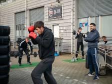 Bokstraining op parkeerplaats in Wageningen gaat in vrieskou gewoon door