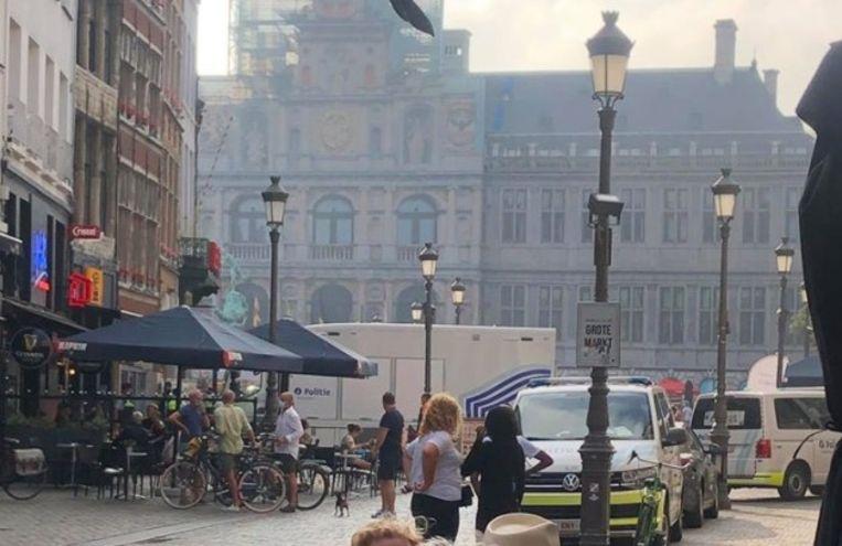 De Grote Markt in Antwerpen was vrijdagavond even en gedeeltelijk versperd.