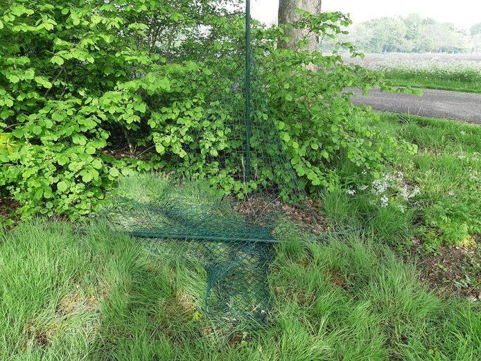 De plaats waar het hek werd opengeknipt.