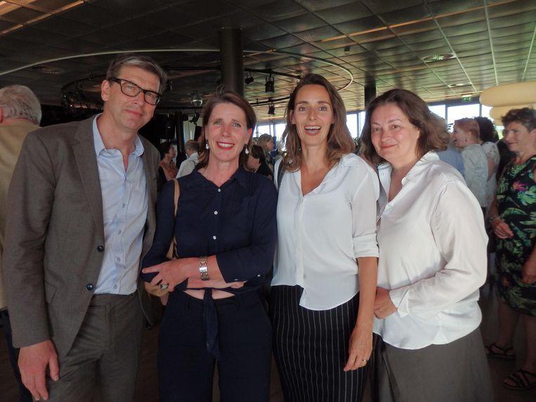 Planoloog Zef Hemel met ambtenaren Esther Agricola, Iris van der Helm en Mirjana Milanovic: 'Vooral de toespraken waren geweldig.' Beeld Schuim