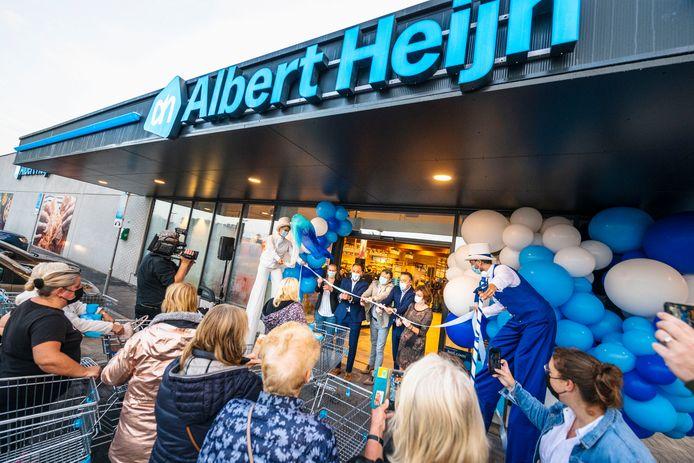 Nog voor de opening om 8 uur stonden mensen al aan te schuiven aan AH Maldegem.