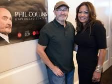 Ex Phil Collins veilt gouden platen en awards