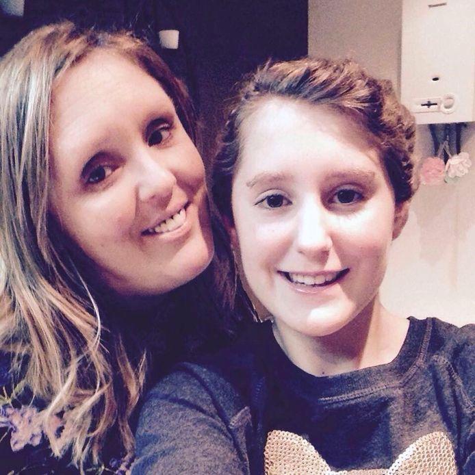 Karin Claes met haar dochter Jana Geerts (15), die op 22 mei 2018 overleed.