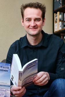 SVL-doelman Paul Emons schrijft boek: 'Kom van die bank af en jaag je dromen na'