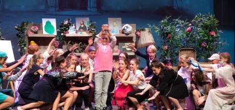 Achtstegroepers schitteren in het Chassé Theater: 'Dit maakt veel goed van dit gekke schooljaar'