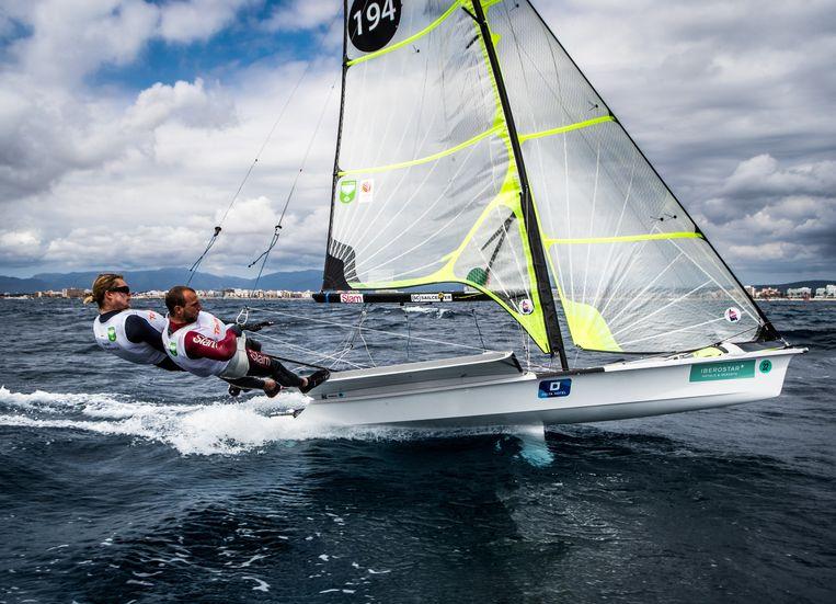 Bart Lambriex en Pim van Vugt tijdens een regatta in Palma de Mallorca. Beeld Richard Langdon