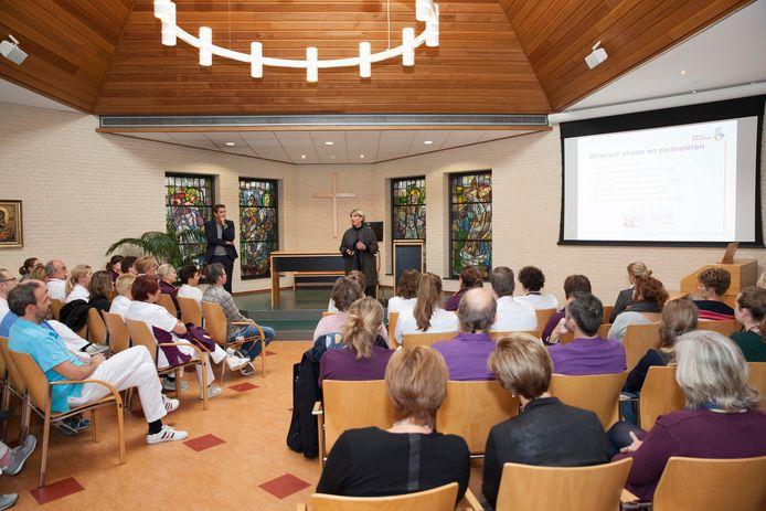 Een foto van de kapel in het Albert Schweitzer ziekenhuis, locatie Zwijndrecht, onder normale omstandigheden, dus van vóór corona.