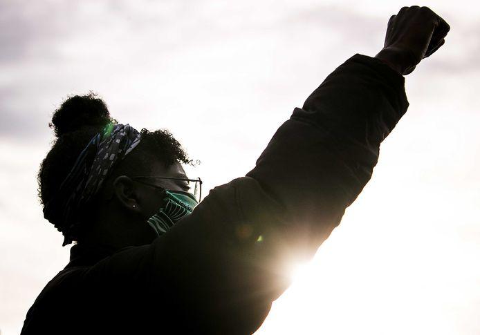 Een deelnemer van de demonstratie tegen politiegeweld en racisme. Foto gemaakt in Utrecht.