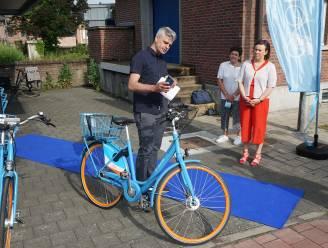 """Blue-bike opent nieuw fietspunt aan station: """"Slim slot om deelfiets makkelijk te ontsluiten"""""""