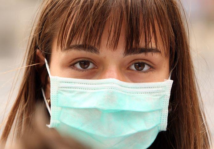 Seuls les masques chirurgicaux sont désormais autorisés dans certains hôpitaux du pays.