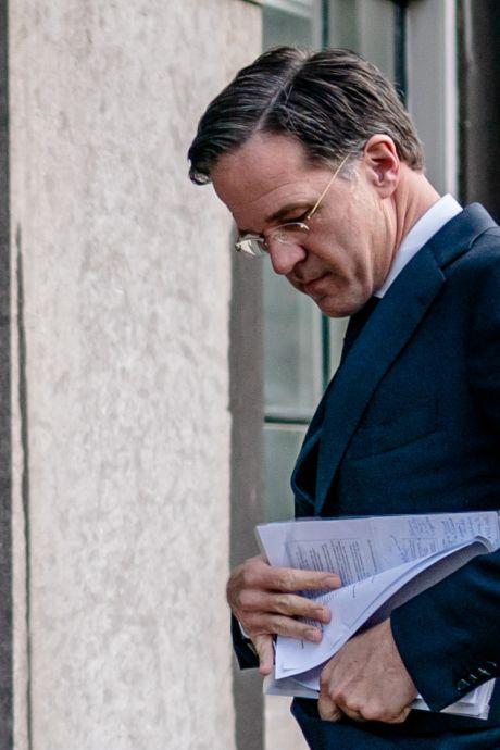 Bijna-blunder: ook Rutte wappert met aantekeningen
