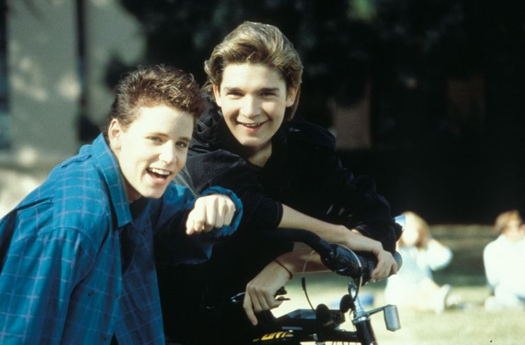 Corey Haim en Corey Feldman, de twee best betaalde kindsterren van de jaren 80. Ze zouden beiden seksueel zijn misbruikt. Beeld © 20th Century Fox