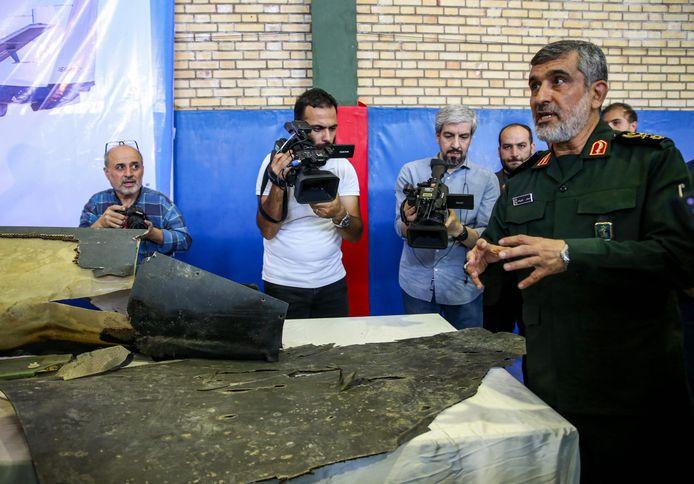 Generaal Amir Ali Hajizadeh spreekt met de pers.