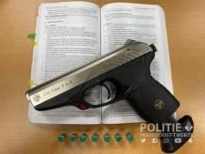 Minderjarige jongen met gaspistool opgepakt in Oldenzaal