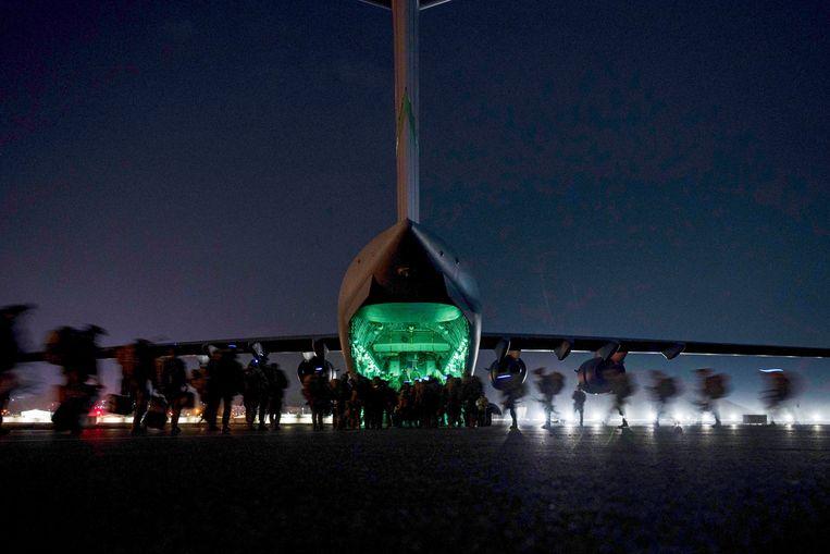 Amerikanen verlaten Afghanistan. Beeld AP