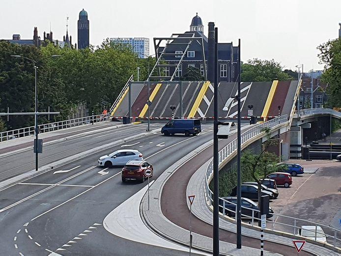 De Sebastiaansbrug in Delft wil niet meer dicht.