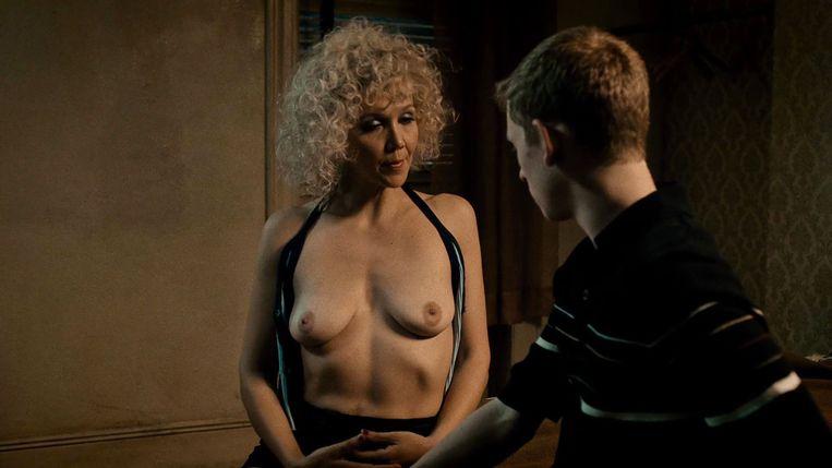 Maggie Gyllenhaal in vol ornaat in 'The Deuce'. De serie bulkt van de alledaagse vrouwenlichamen, in tegenstelling tot pakweg 'Game of Thrones'. Beeld RV