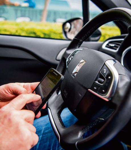 Bijna twee keer zoveel boetes voor appen in de auto in de Liemers