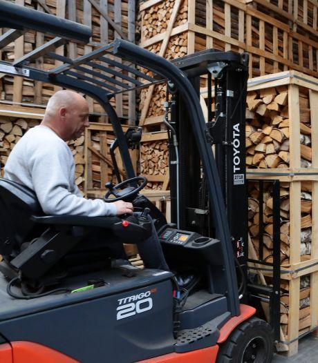 Stijgende energieprijzen zorgen voor topdrukte bij houthandelaren: 'Totale paniek heeft toegeslagen'