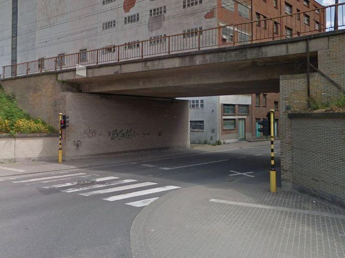 De spoorwegbrug in de Veldstraat.