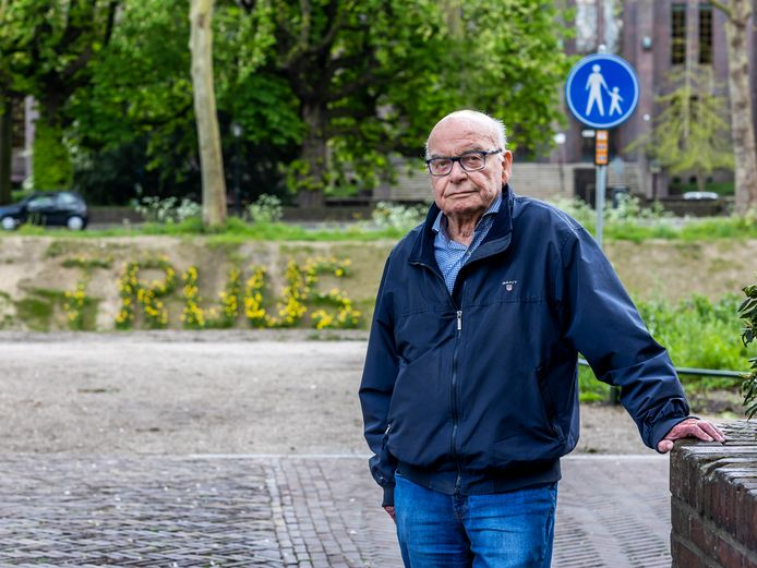Koko was ooggetuige van de aanslag door Truus van Lier.