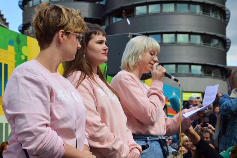 Ayke Gubbels (met microfoon) tijdens de mars tegen seksueel geweld in 2019. Beeld RV