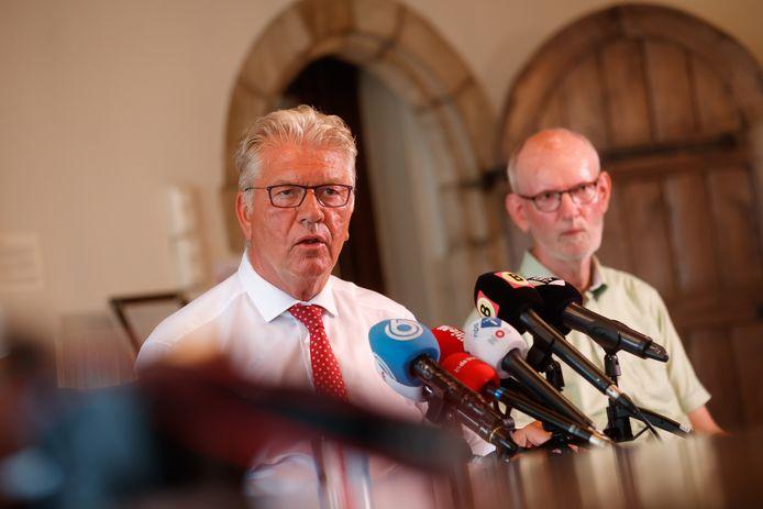 Burgemeester Frank Petter is en blijft tegen de legalisering van softdrugs en zet daarom zijn handtekening niet onder het manifest waarin onder anderen burgemeesters Paul Depla (Breda) en Han van Midden (Roosendaal) de noodklok luiden over de aanpak van drugscriminaliteit.