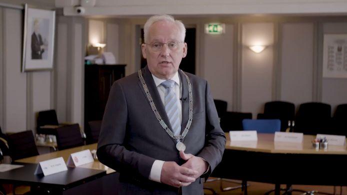 Dirk van der Borg doet na een jaar de Sliedrechtse ambtsketting af.