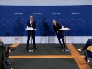 Le Danemark renonce au vaccin d'AstraZeneca, grosse frayeur pendant la conférence de presse