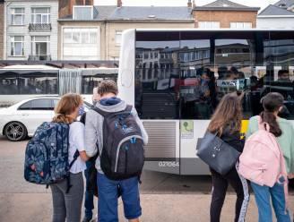 Tiener bestolen tijdens het wachten op de bus