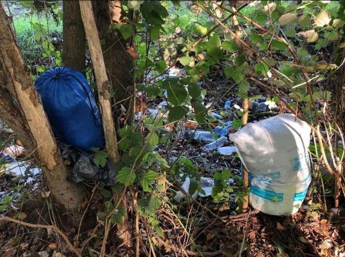 Les transmigrants avaient abandonné des déchets le long de la E313.