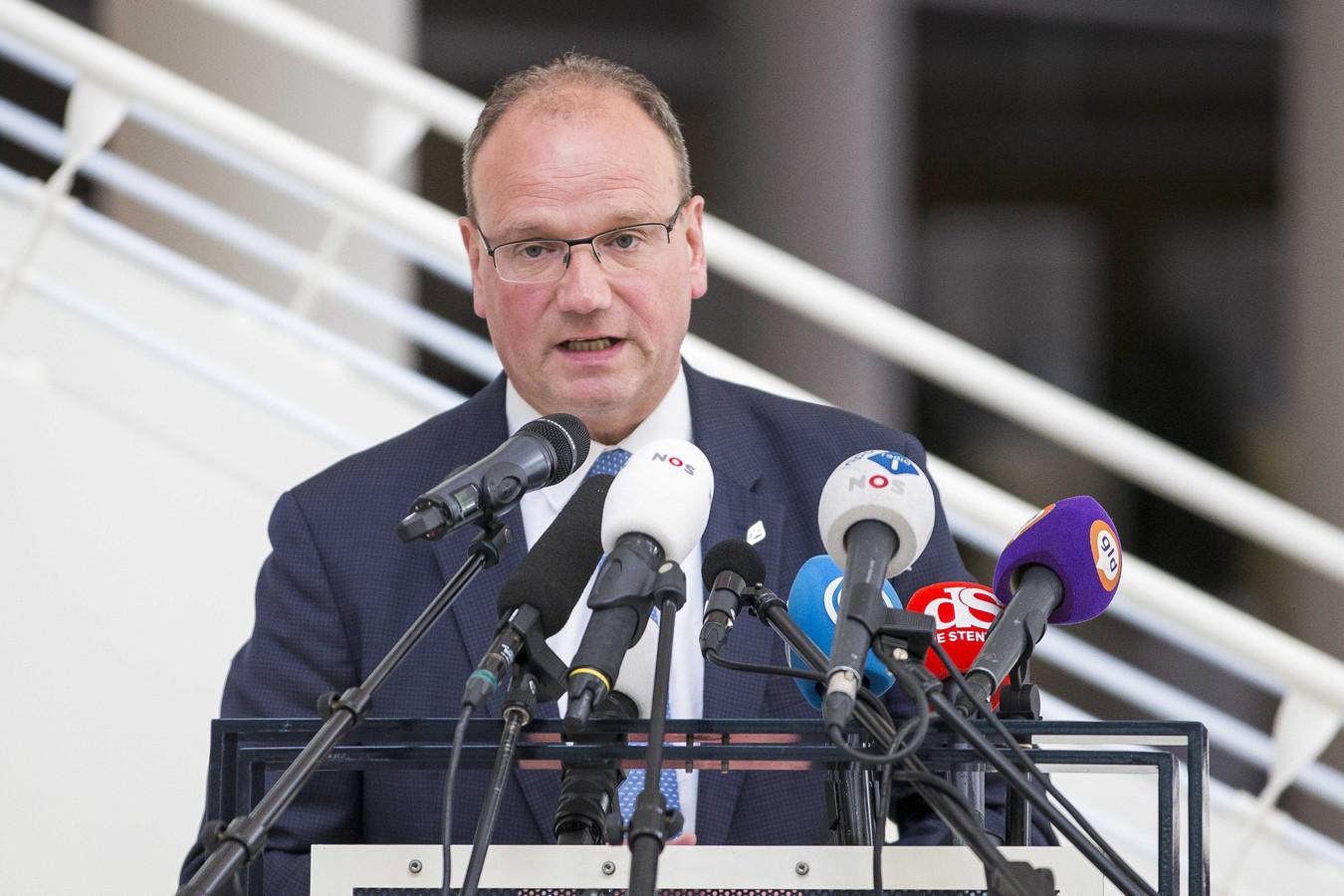 Ton Heerts, burgemeester van Apeldoorn en voorzitter van de veiligheidsregio Noord- en Oost-Gelderland: ,,Als we langdurig boven de signaalwaarde blijven zitten dan krijgen we vanzelf het debat over een opschaling naar de alarmfase zorgelijk.''
