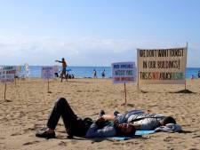 Les Barcelonais poussent les touristes à quitter la plage