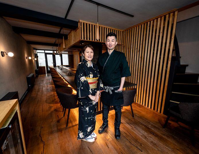 Yuko Nakamori (links) en chef Hiroaki Yamamoto runnen 'een van de beste restaurants van Rotterdam en omstreken.'