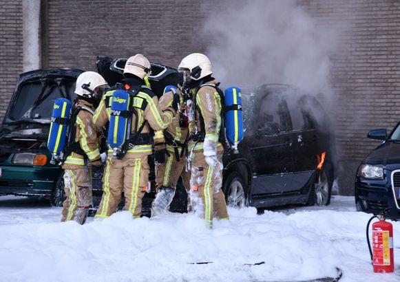 Drie wagens brandden uit in de nacht van zaterdag op zondag in Hoboken.