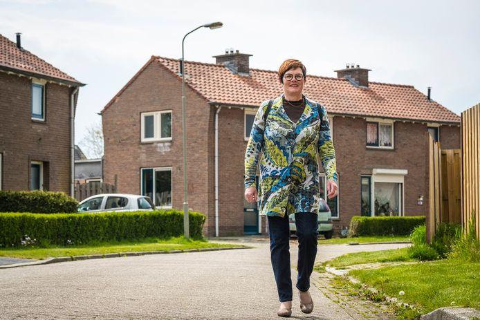 Huishoudcoach Heleen van der Sar helpt achter de voordeur in de gemeente Heerde.