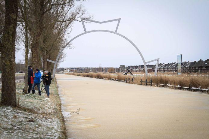 Het ijs bij de Elfstedenfinish in de Bonkevaart in Leeuwarden.