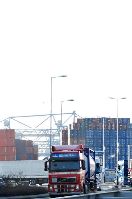'Justitie linkt verkeerde douanier aan smokkel 1500 kilo cocaïne'