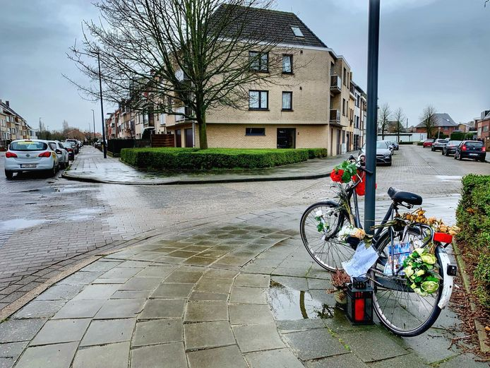 Een herdenkingsplaats voor Kenneth Laridon in de Eigen Haardstraat in Oostende.