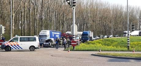 Auto brandt uit op afrit A73 in Nijmegen