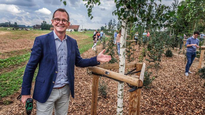 CEO Mik Emmerechts kreeg ook een boom.