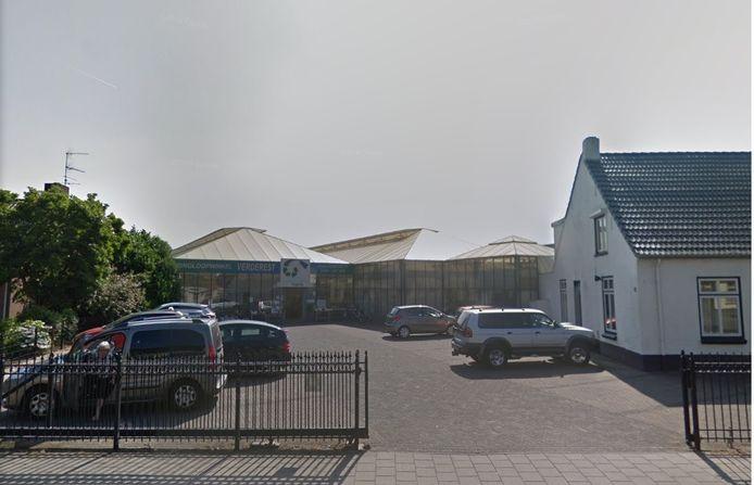 Op Nieuwstraat 95 in Budel wil ontwikkelaar Van Grunsven een supermarkt realiseren. Nu is daar nog kringloopwinkel Verderest gevestigd.