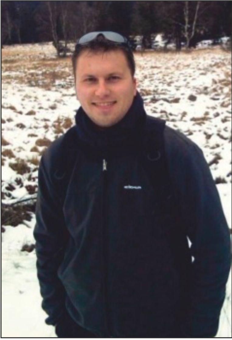 Karel Holvoet, winterfreak: 'Andere mensen kijken op de thermometer aan hun tuinmuur hoe koud het is; ik rij 240 kilometer naar de Hoge Venen en stap dan nog eens een paar uren door bos en hei om vijf thermometers te gaan neerleggen.' Beeld HUMO