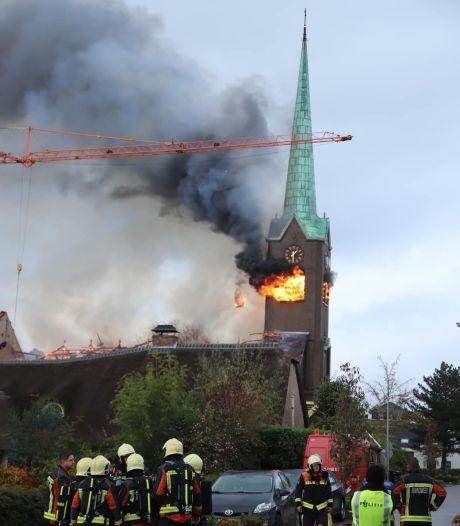 Burgemeester hoort kerktoren in Hoogmade achter zich instorten: 'Wat een dramatisch gezicht'