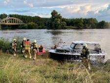Hevige brand op motorjacht in Niftrik: opvarenden gered en met de schrik vrij