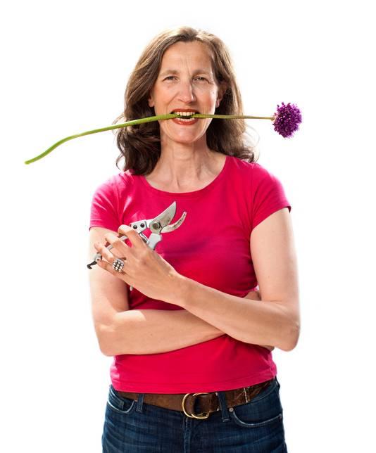 Elbrich Fennema schrijft graag over groen en is auteur van Het grote moestuinierboek